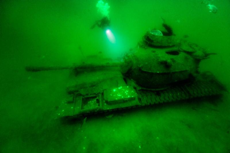 Танк М60 затоплений у 1994 році бліля берегів Алабами