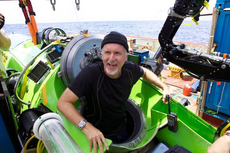 Джеймс Кемерон в глибоководному апараті «DeepSea Challenger»