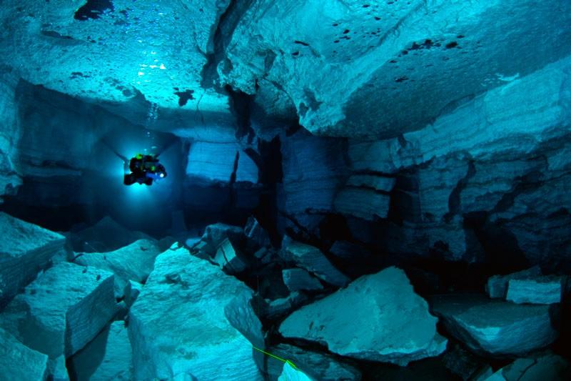 Кейв-дайвіг (занурення в печери)