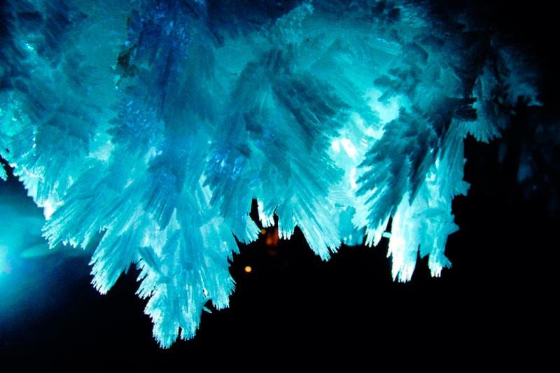 Зростки голчастих крижаних кристалів в Ординскій печері