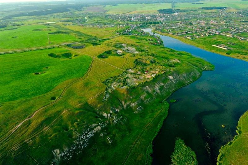 Карстовий ландшафт в долині річки Кунгур