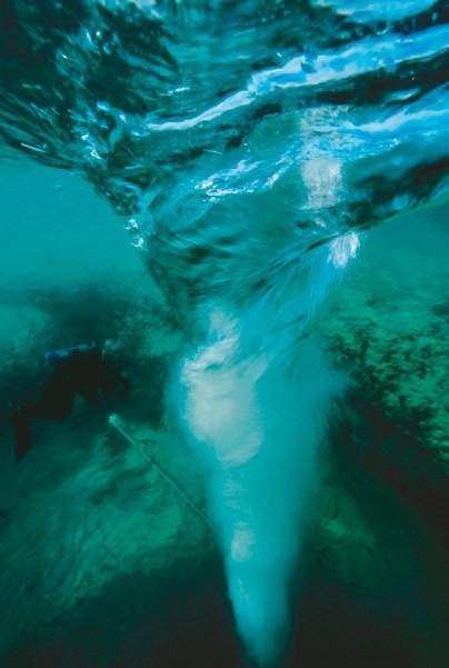Вирі в блакитний дірі Димохід біля острова Великий Багама