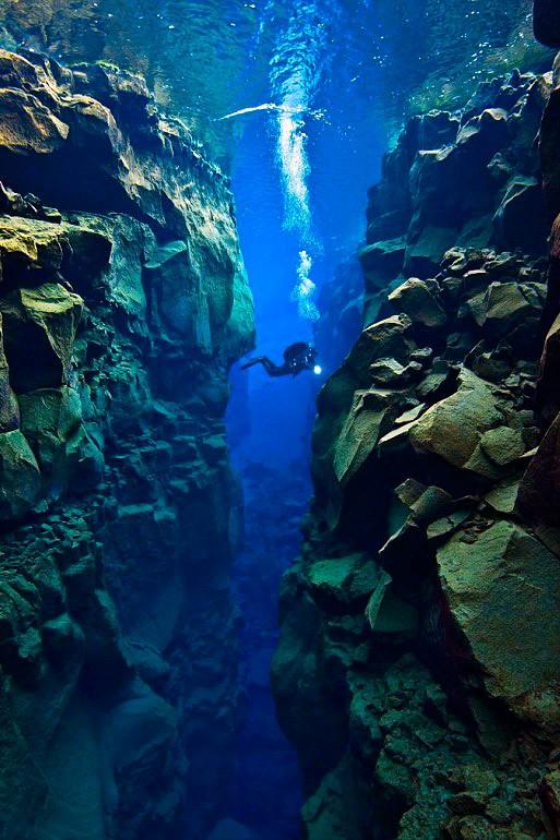 Підводне плавання в Ісландії. Ущелина Сільфра